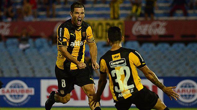 Peñarol le ganó 2-0 a Rampla y lidera el Clausura en solitario