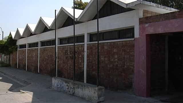 Tiroteo en la puerta de una escuela de Cerro Norte deja un guardia herido