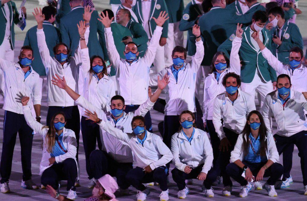 Deportistas uruguayos en el desfile. (Foto: Secretaría de Deportes).