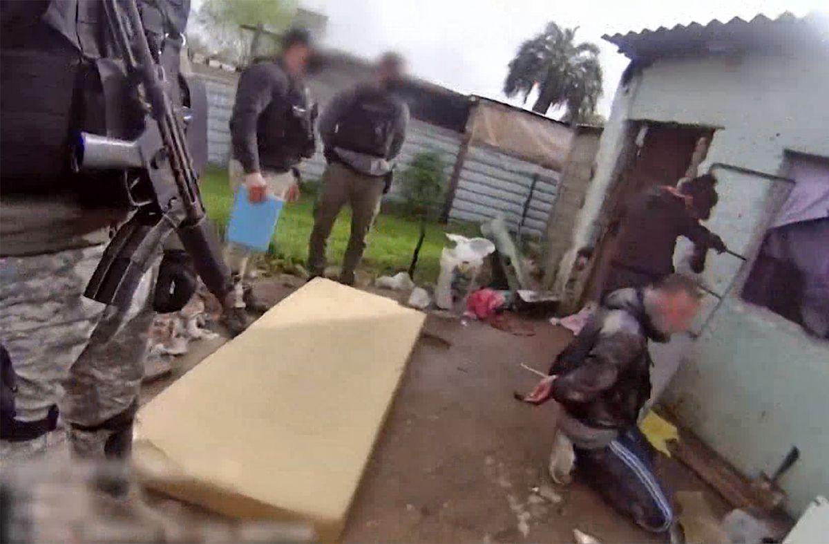 Dos hombres y una mujer imputados tras allanamiento a boca de drogas