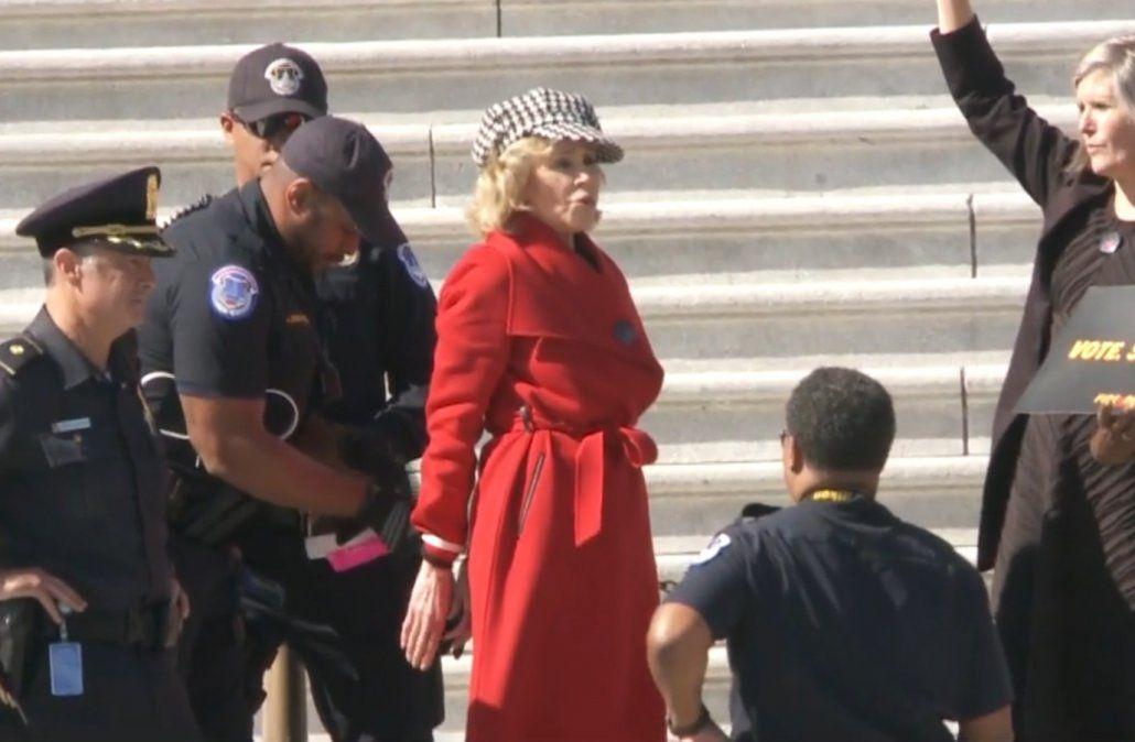 Jane Fonda fue arrestada en protesta por el clima en Capitolio de Estados Unidos