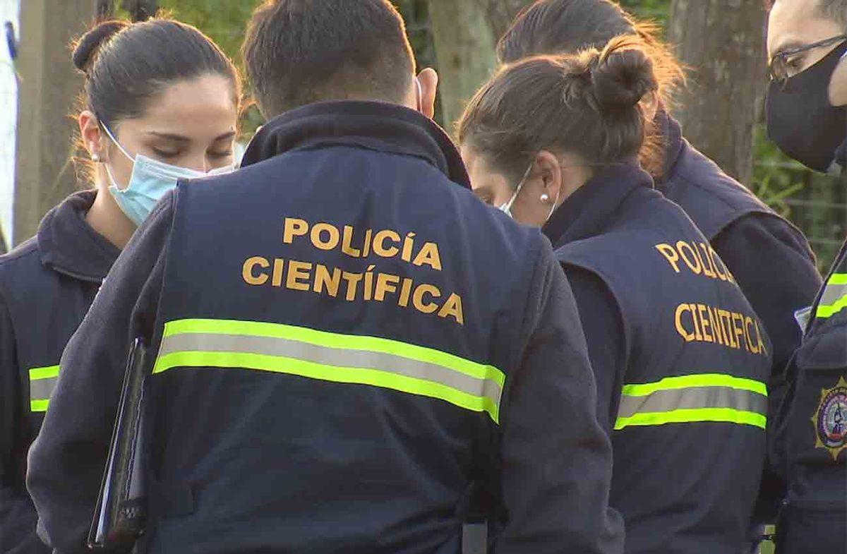 Hallaron el cuerpo de un hombre enterrado en el patio de una vivienda en Punta de Rieles