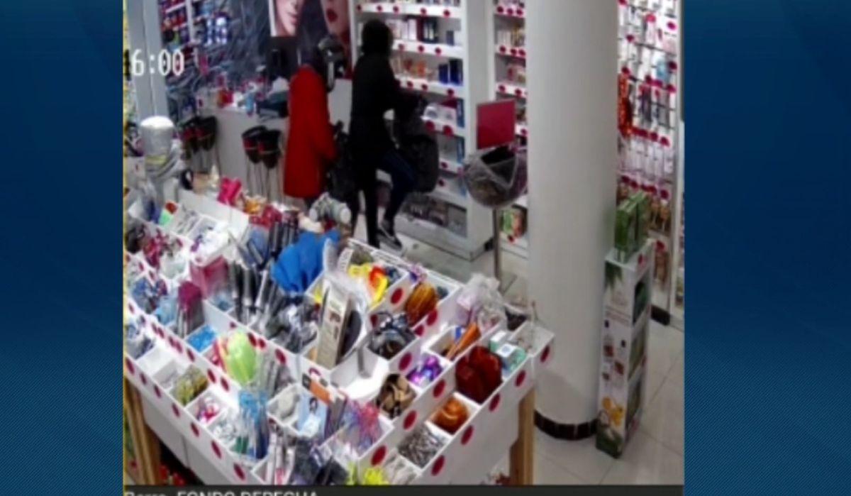 Rapiña a farmacia de Tres Cruces; se llevaron perfumes y dinero