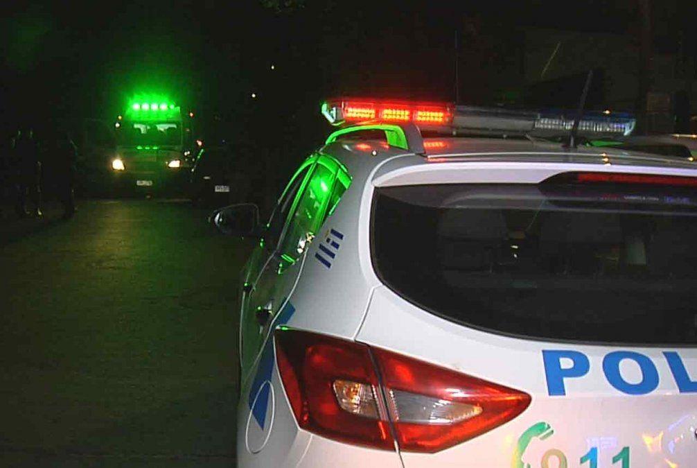 El conductor de un auto fue atacado a balazos anoche en La Teja