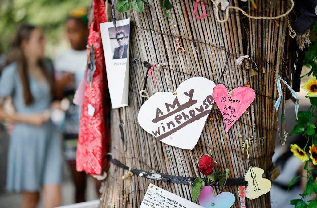 Los fans de Amy Winehouse le rinden homenaje a 10 años de su muerte