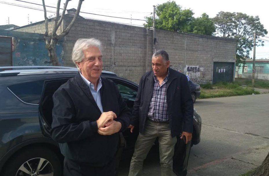Tabare Vázquez llega a la casa de su hermana en La Teja. Una rutina electoral que no abandona