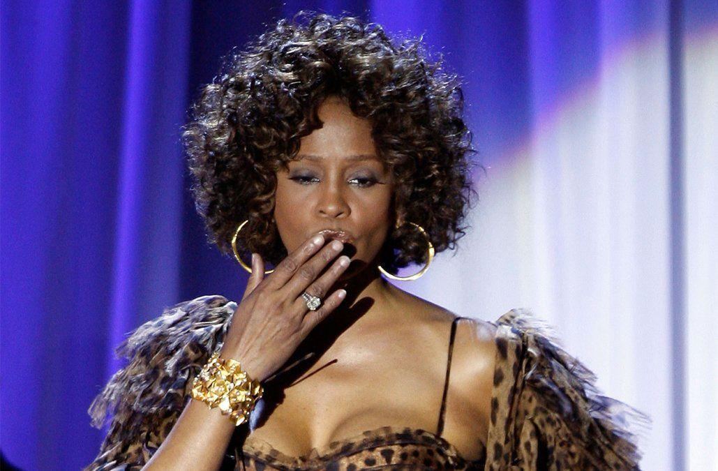 Whitney Houston fue agredida sexualmente de niña, según documental