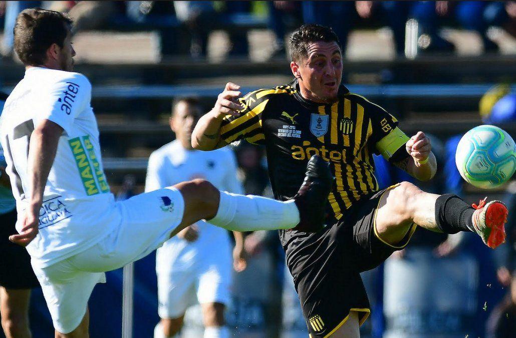 Show de goles. un deslucido Peñarol pierde a ante Liverpool y va en caída en todas las tablas
