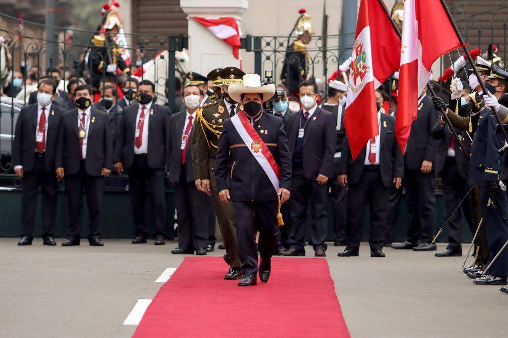 Presidente de Perú anuncia reforma constitucional para derogar Carta aprobada por Fujimori en 1993