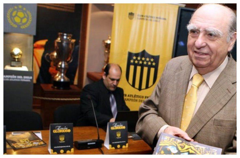 Sanguinetti señala que es una ingenuidad que Ruglio devuelva hoy la plaqueta entregada por Nacional