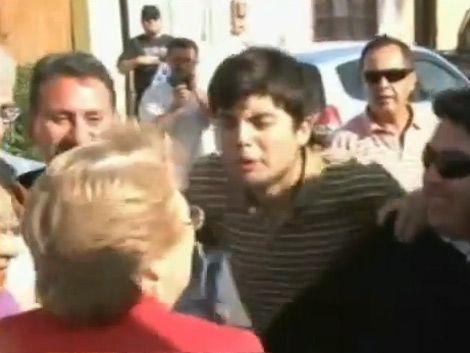 Estudiante chileno escupió en la cara a Michelle Bachelet