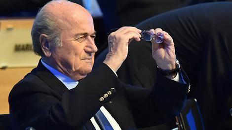 """""""Blatter no está bailando en su despacho pero está muy tranquilo"""""""