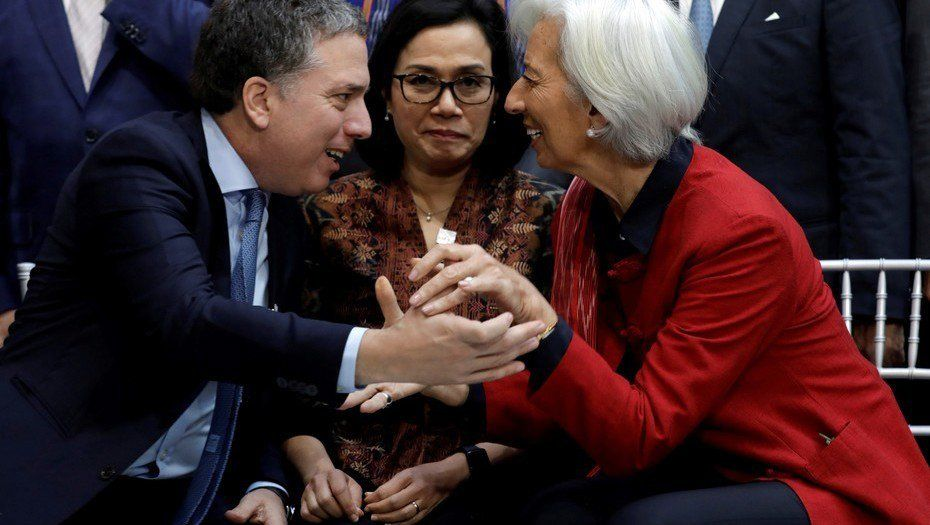 El ministro de Hacienda Dujovne y la presidenta del FMI Christine Lagarde en Washington