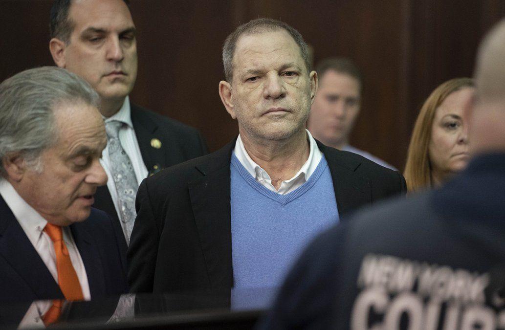 Weinstein se entregó a la Justicia de Nueva York, pagó fianza y quedó en libertad