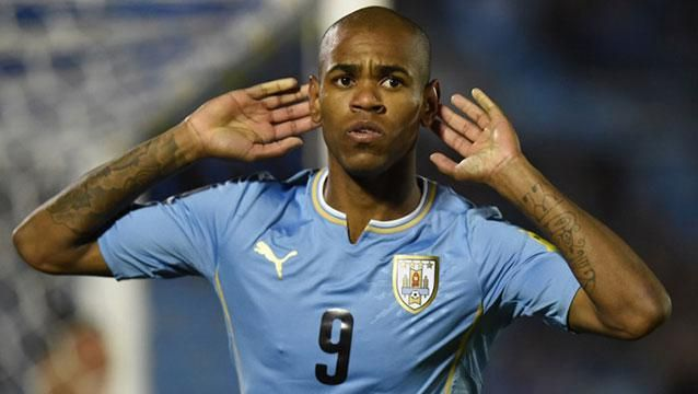 Uruguay goleó 3-0 a Colombia en el Centenario, anotaron Godín, Rolan y Abel