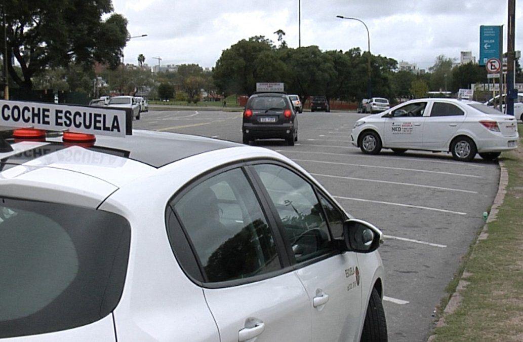 Intendencia suspende exigencia de 25 clases de conducir para obtener la libreta