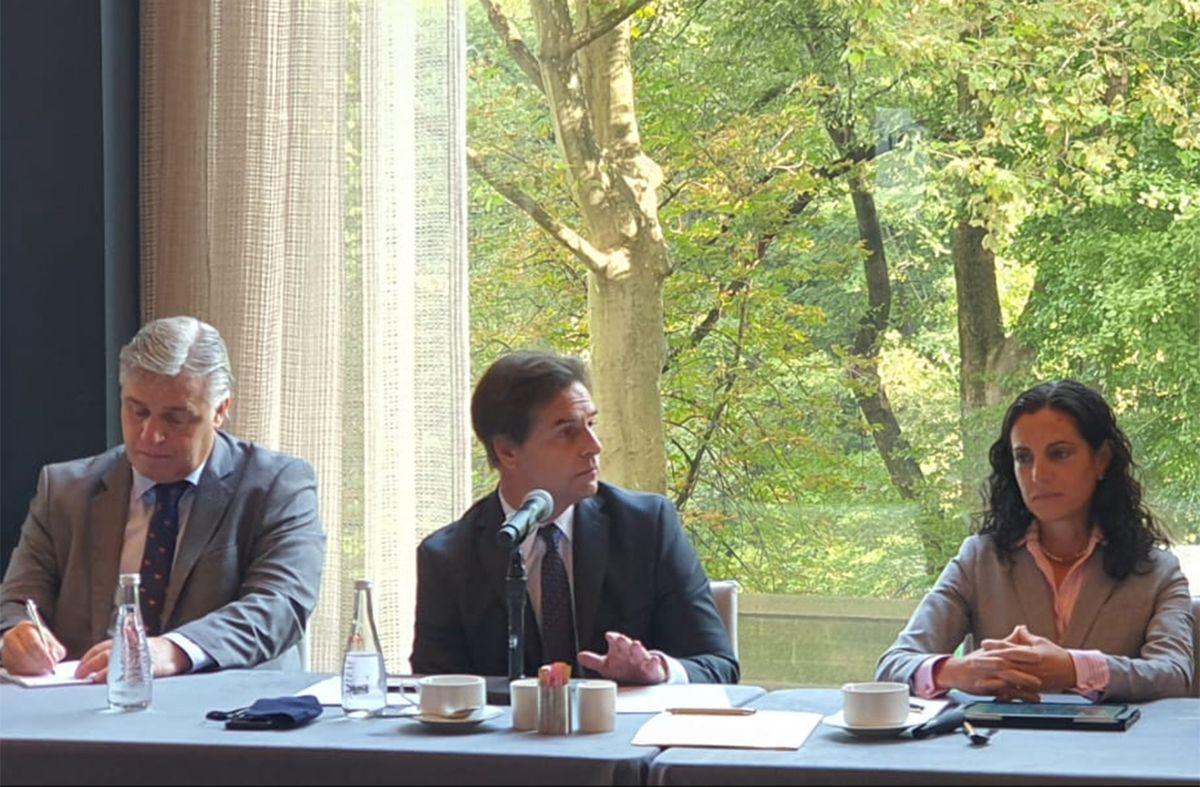 Lacalle Pou con el canciller Bustillo y la ministra Arbeleche. (Foto: Presidencia de la República).