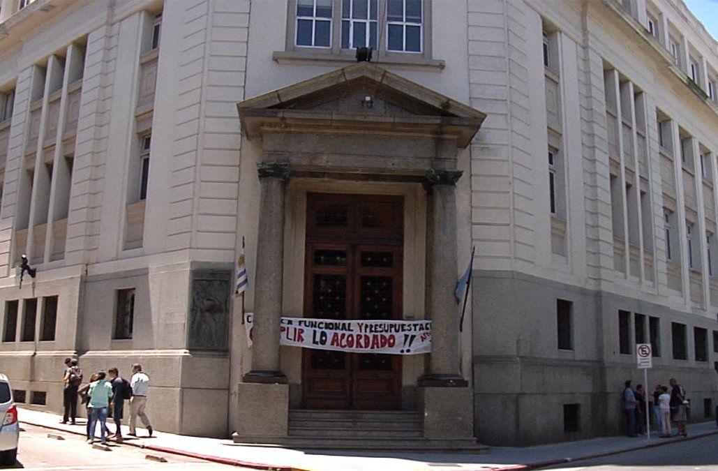 Sindicato ocupó la sede central del Correo y varios servicios están afectados