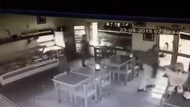 Chofer perdió el dominio de un ómnibus y chocó contra una pizzería en Colón