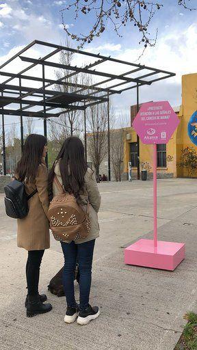 Las Señales de Alcance por el Mes Rosa diseminadas por la ciudad de Montevideo