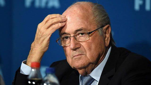 """Comportamientos así no tienen su lugar en el fútbol"""", dijo Blatter"""