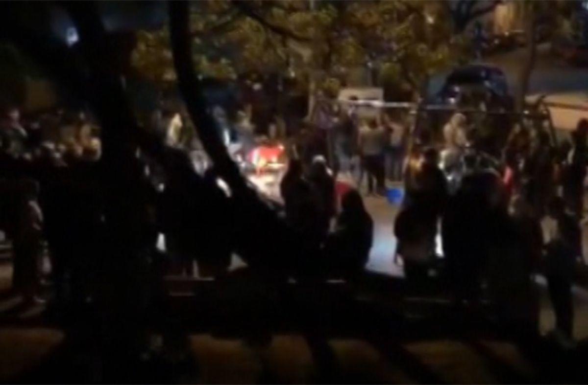 Dormir en un boliche: vecinos se quejan por aglomeración de jóvenes en una plaza con música y alcohol