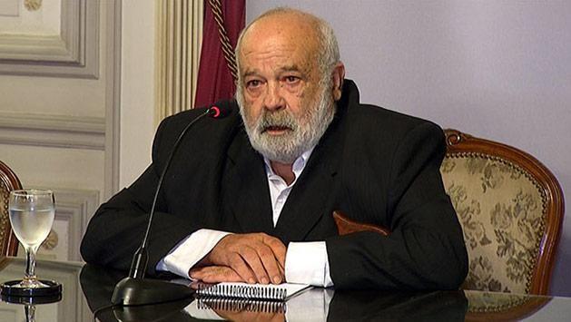 Sectores del FA piden la renuncia de Fernández Huidobro