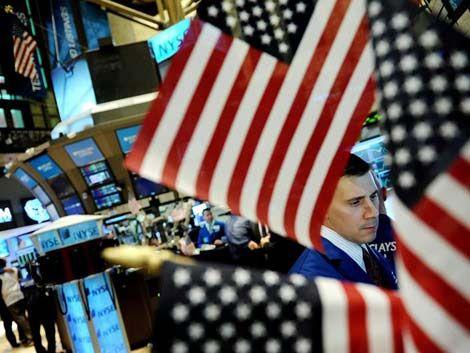 Caen las bolsas del mundo por temores de recaída en la recesión