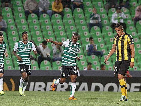 Santos Laguna ganó 4 a 1 y Peñarol está casi eliminado