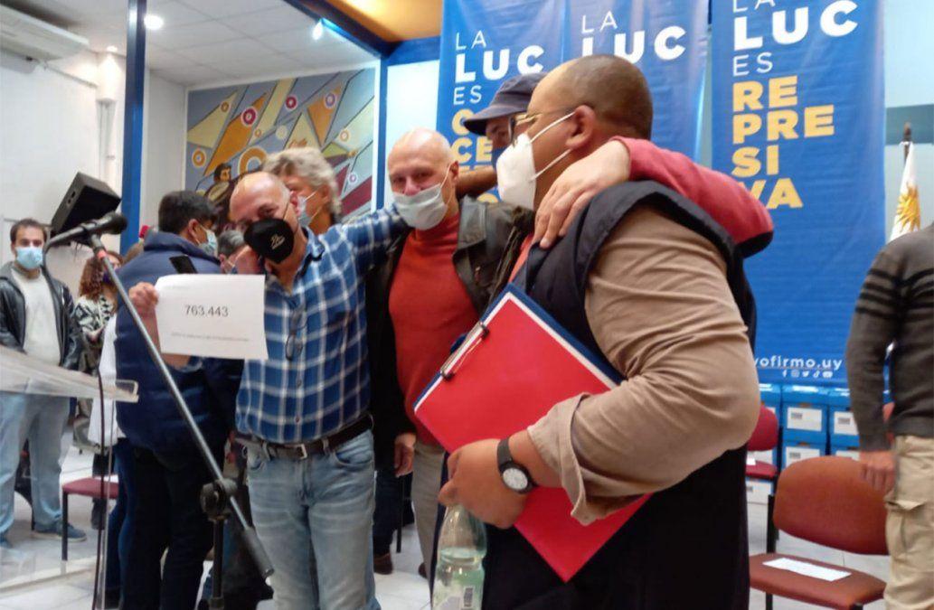 Comisión contra LUC anunció que obtuvo 797.261 firmas y las entregó en la Corte