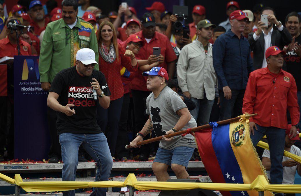 El baile de Maradona en el cierre de campaña de Nicolás Maduro