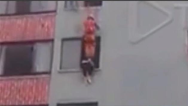 Mirá el espectacular rescate de un bombero a mujer suicida en Brasil