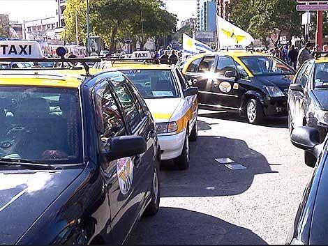 Taxistas con Bonomi: quieren pedir cédula a los pasajeros