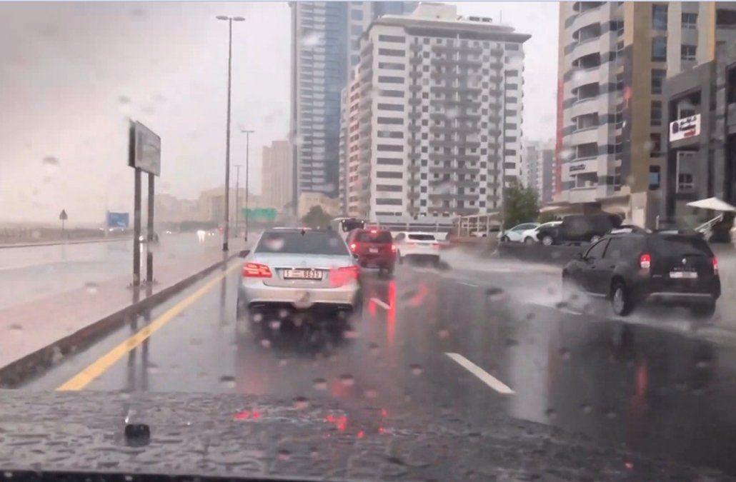 Lo lograron: científicos de Emiratos Árabes Unidos hicieron llover en el desierto