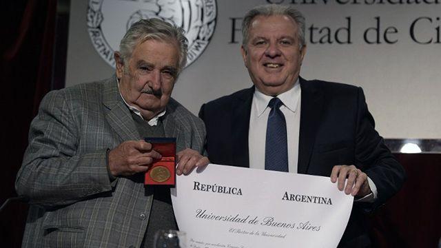 Mujica recibió doctorado Honoris Causa en la Universidad de Buenos Aires