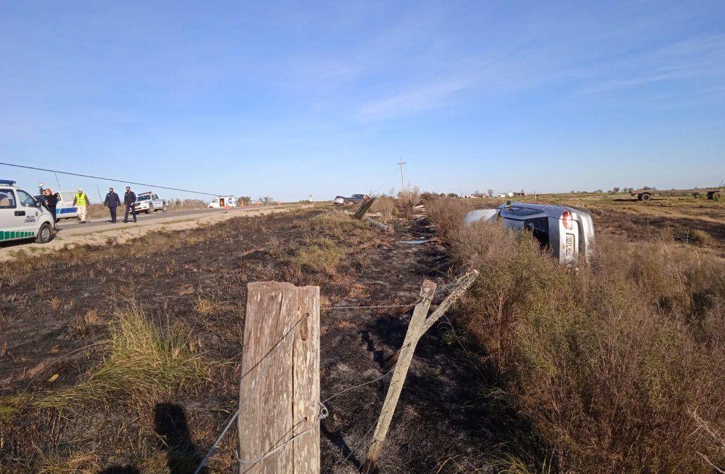 Siniestro de tránsito fatal en Florida: auto despista, choca contra una columna y se incendia