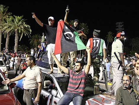 Rebeldes alertan que se mantienen combates en sur de Libia