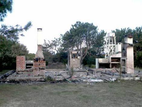 Incendio intencional destruye sexta casa en Oceanía del Polonio
