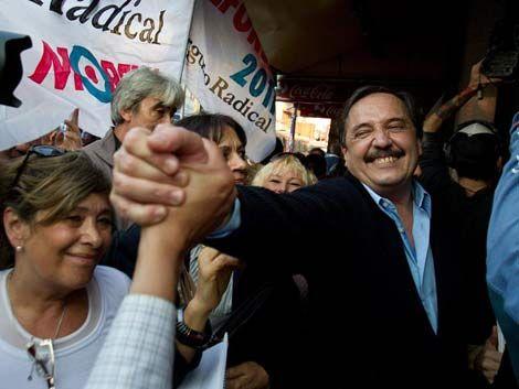 Los argentinos ya empezaron a votar en las elecciones primarias