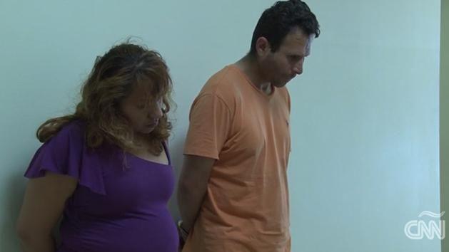 Prostituían a su hija de 12 años a cambio de una casa y un auto
