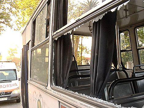 Apedrearon ómnibus con hinchas de Nacional en Lezica
