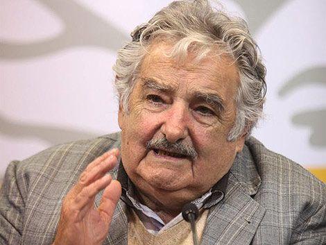 Mujica insistió con su idea de combatir la burocratización