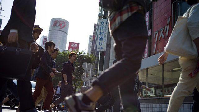 Japón, país de los adictos al trabajo, limita el pago de horas extra