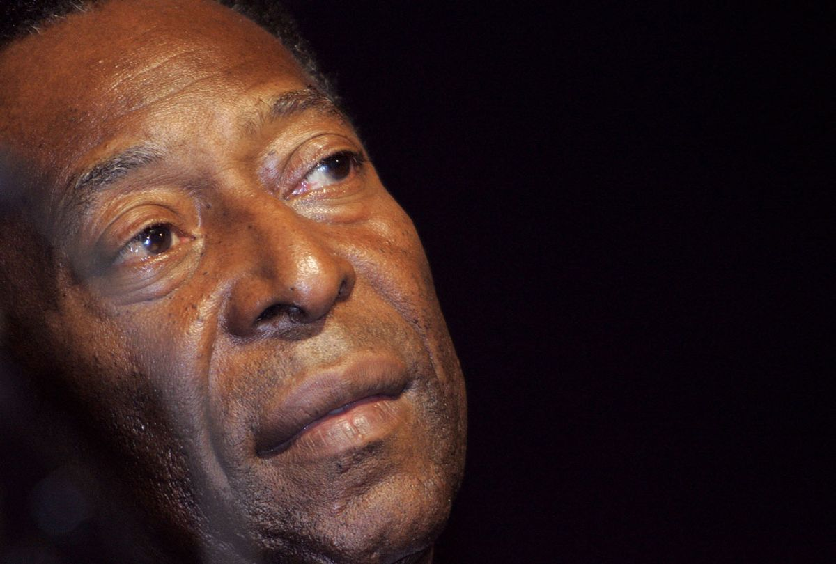 Pelé pasó a terapia intermedia tras presentar una insuficiencia respiratoria