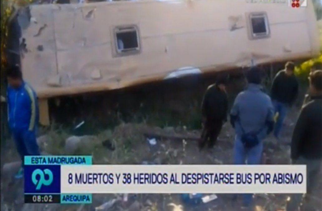 Ocho muertos al volcar un ómnibus en ruta andina de Perú