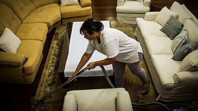 Mujeres dedican doble de tiempo que los hombres a trabajo no remunerado