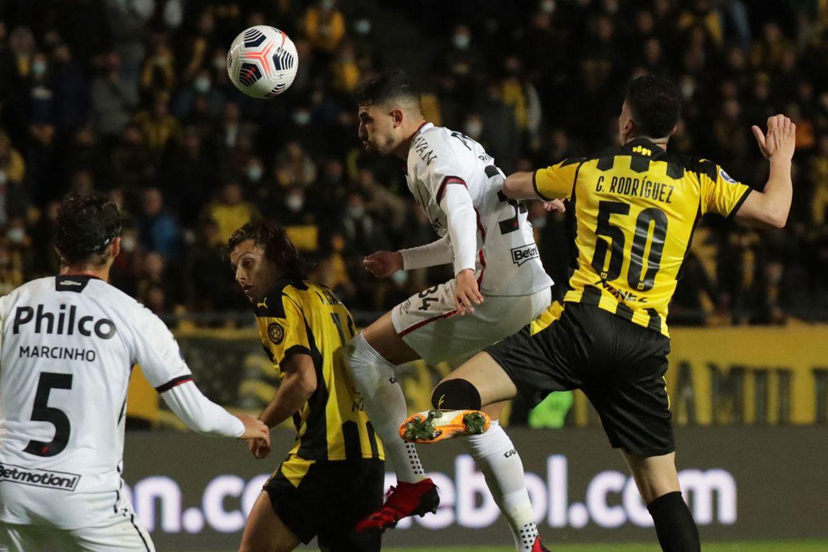 Paranaense le ganó 2 a 1 a Peñarol en el Campeón del Siglo