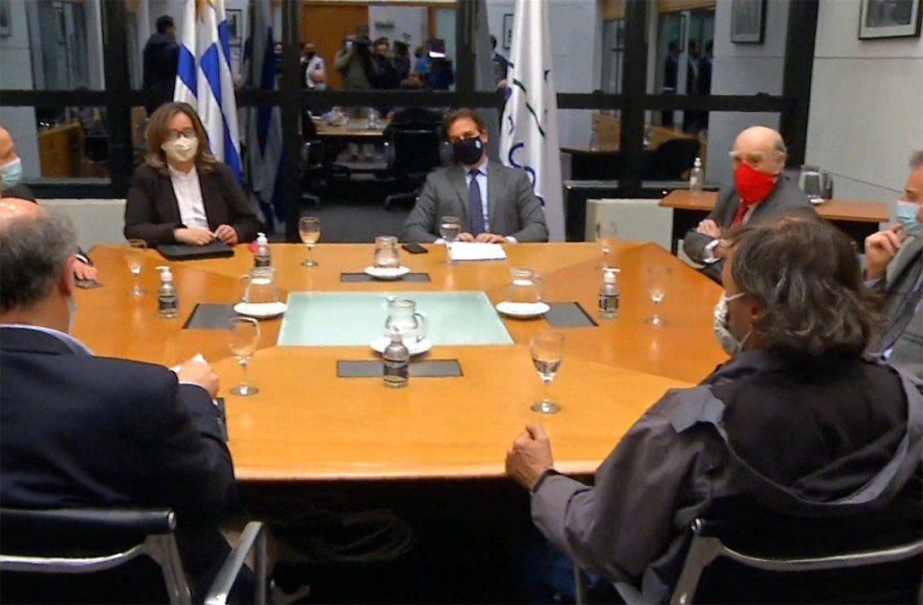 Lacalle Pou en la reunión con representantes de todos los partidos políticos.