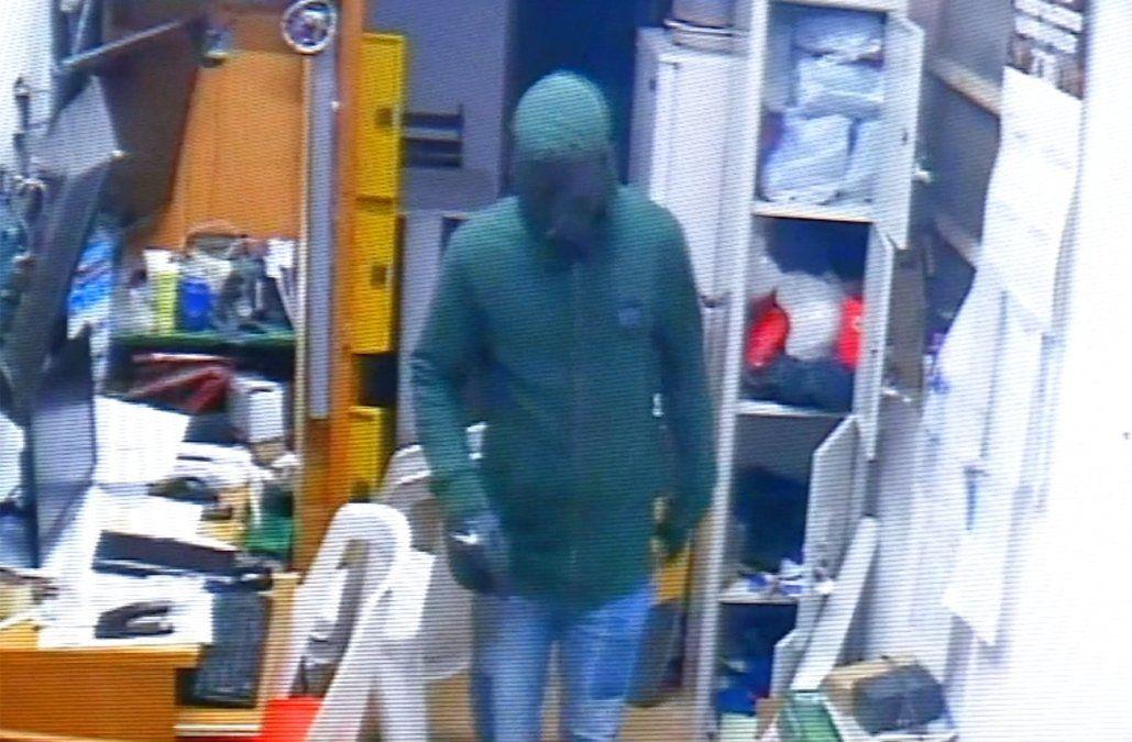 Raptaron a una mujer en su casa y la llevaron al local de pagos que tiene en su comercio, robaron $ 1 millón