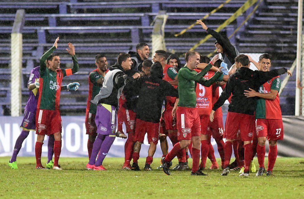 Boston River goleó 3-0 a Jaguares y avanza a segunda fase de la Copa